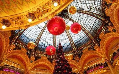 Enjoy Christmas in Paris from the Hotel Marais Bastille