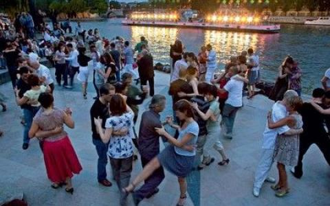Enjoy yourself this summer in the guinguettes of Paris!