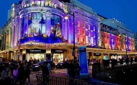Shopping de Noël dans les Grands Magasins: magie des fêtes