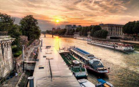 Give her an unforgettable Mother's Day in Paris