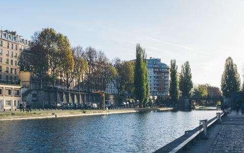 Discover the Canal Saint-Martin, a hidden treasure of Paris